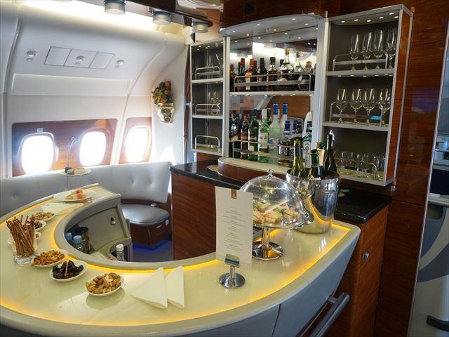 機内にバーカウンター!エミレーツ航空A380ファーストクラス搭乗記(後半)