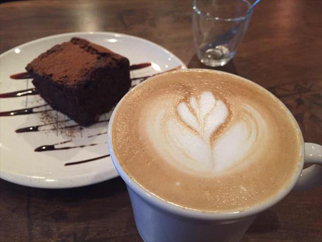 コーヒーの香り漂う居心地のいいカフェ「カフェパラン」