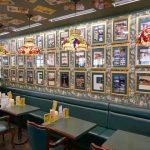 【ラッキーピエロ】ワクワクする店内でチャイニーズチキンバーガーをほおばる