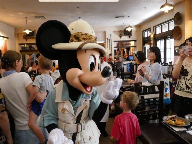 【WDW】サファリ姿のディズニーキャラクターと会えるレストラン「タスカーハウス」