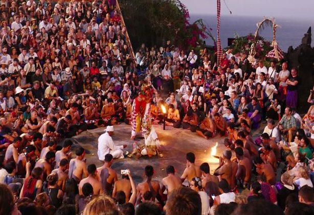 【バリ島】ウルワツ寺院のケチャダンスを個人で見に行ってきた!