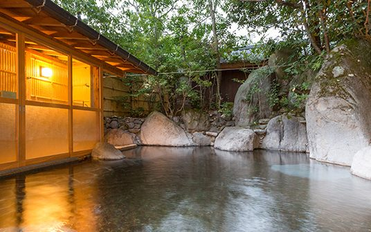 日の春旅館の露天風呂