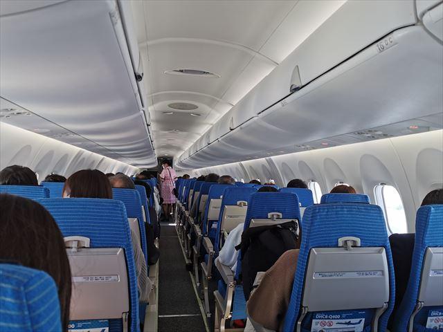 ボンバルディアDHC8-Q400機内