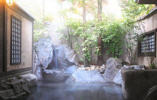 日の春旅館の家族露天風呂