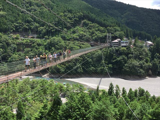 自然豊かな十津川村で全長297mの「谷瀬の吊り橋」を空中散歩!
