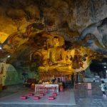 イポー郊外にある洞窟寺院「ペラトン」内に鎮座する巨大な仏像