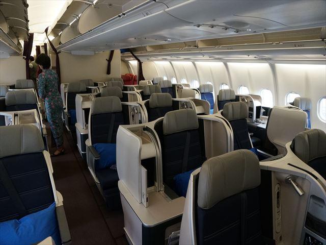 【マレーシア航空ビジネスクラス搭乗記】変則スタッガードシートでバリ島へ