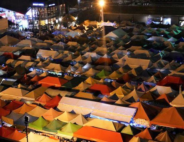 【バンコク】写真映えするラチャダー鉄道市場に行ってみた!