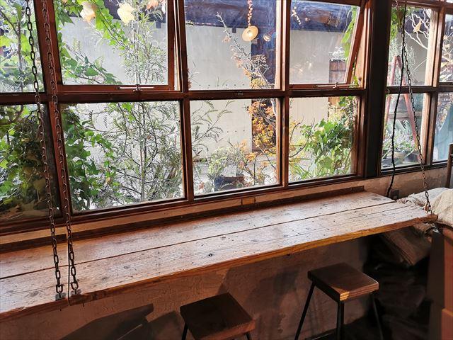 クランプコーヒーサラサの店内
