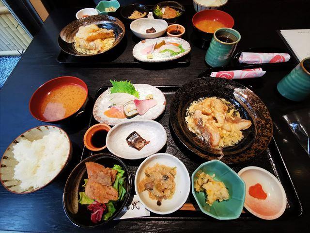 行列の絶えない人気店「宮武」で大満足の和食ランチ♪