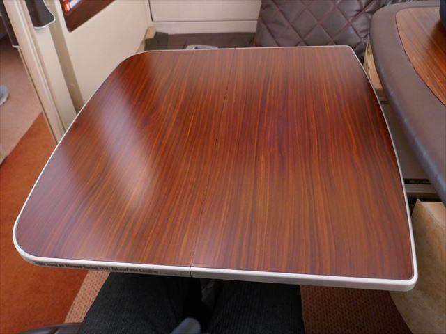シンガポール航空スイートクラスのテーブル