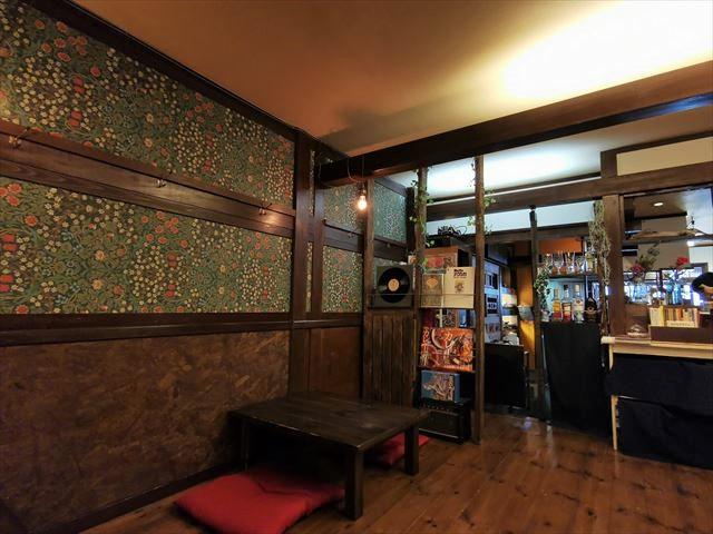 謹製咖喱酒舗アムリタの店内