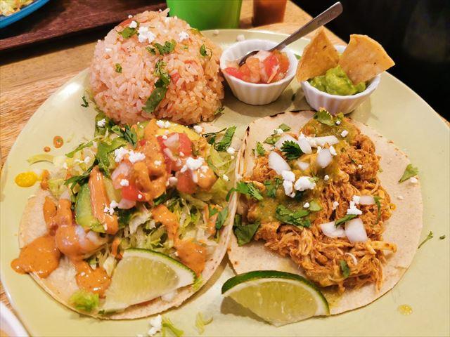 「メキシコ食堂 オラレ(ORALE!)」のタコスランチ